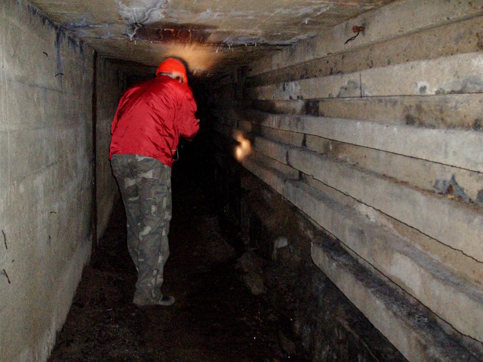 Podziemia na placu fabrycznym kopalni Wacław (niem. Wenceslaus), Ludwikowice Kłodzkie. 2008 r