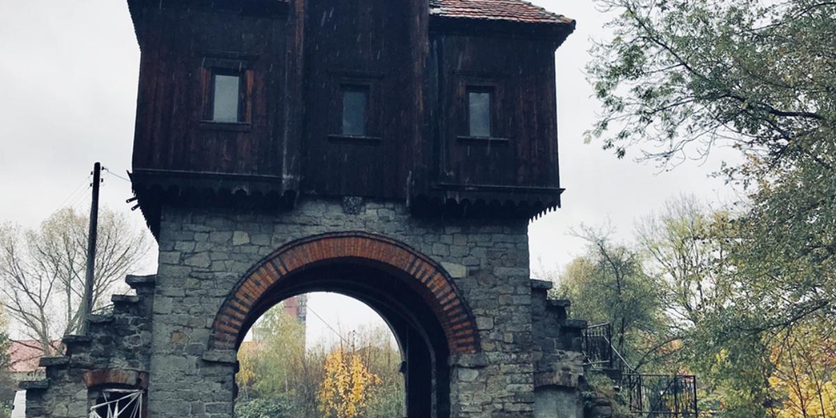 Brama/wieża, Krobielowice. 2018 r.