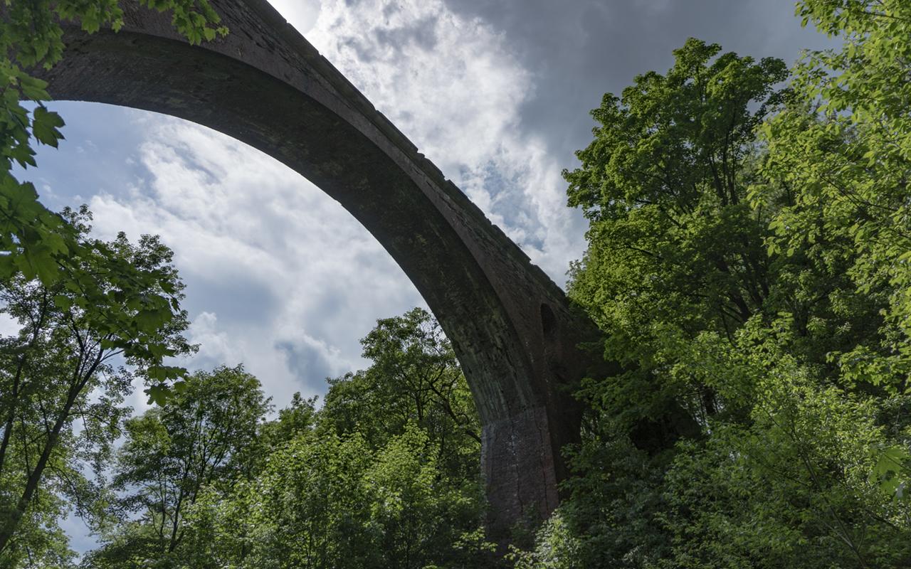 Oryginalny wiadukt kolei swoiogórskiej, czerwiec 2019 r.