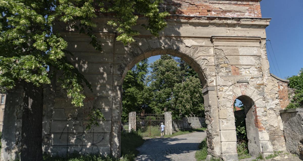 Pałac w Mrowinach, czerwiec 2019 r.
